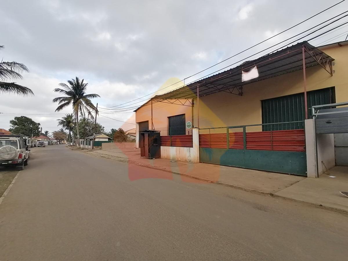 Armazém 900 m2 São Gabriel